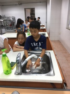 8月9日午後の授業_4402 手洗いかいり